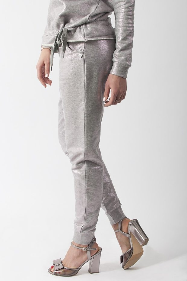 модные сеты: серые брюки под блузку в тон