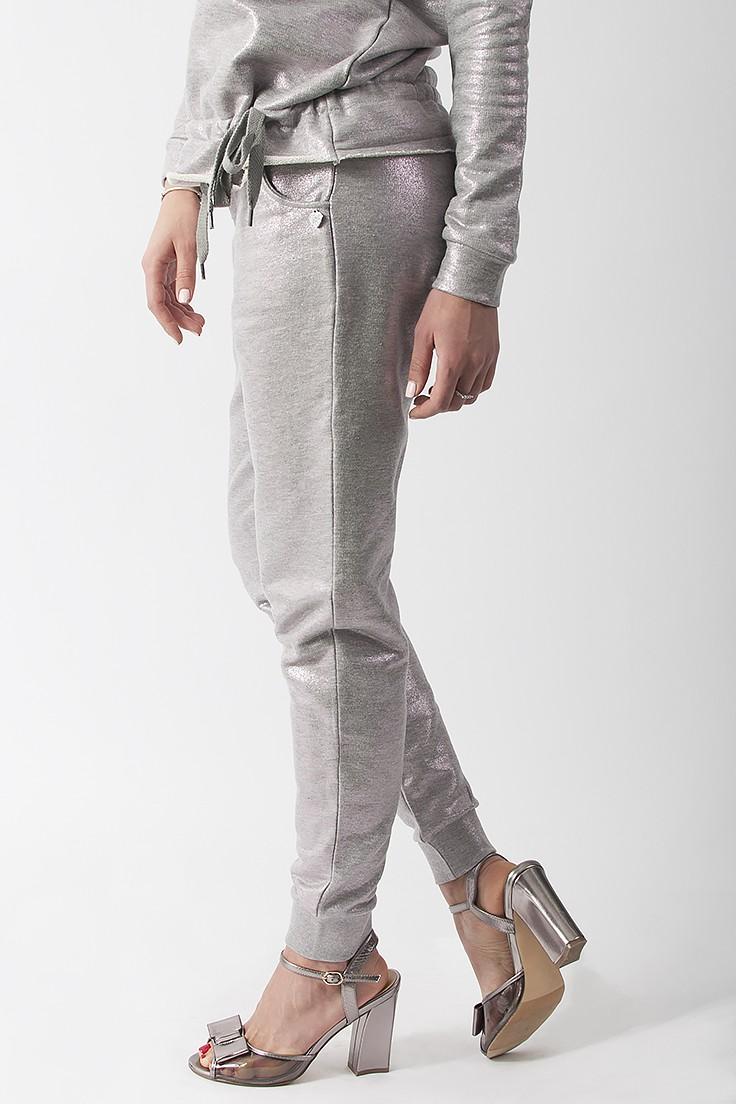 модные сеты 2018: серые брюки под блузку в тон