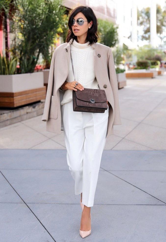 модные сеты: белые брюки под светлое пальто