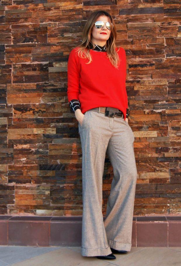 модные сеты: широкие серые штаны под красную кофту