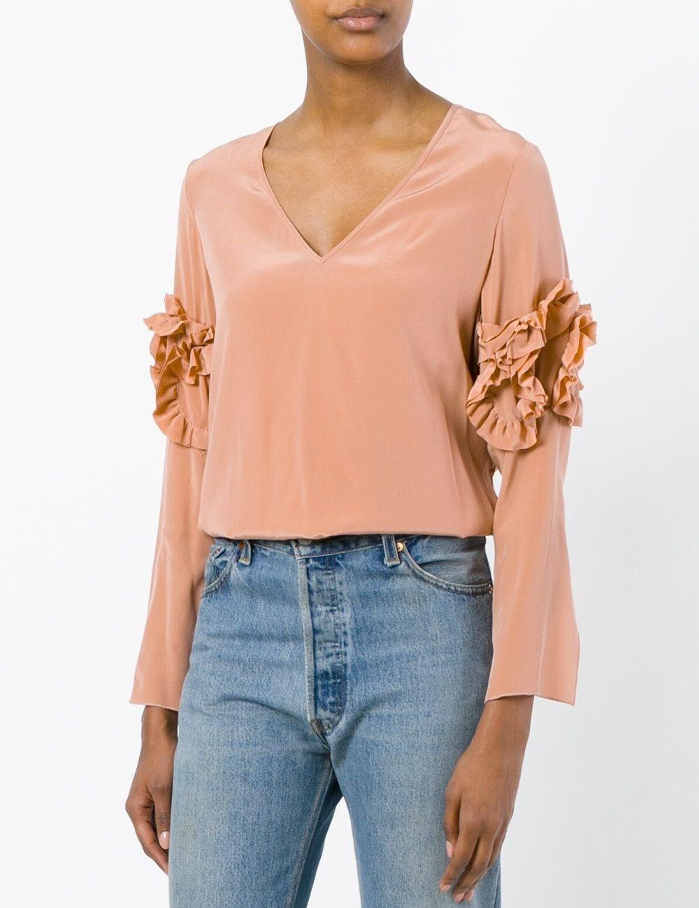 модные сеты 2018: блузка бежевая под джинсы