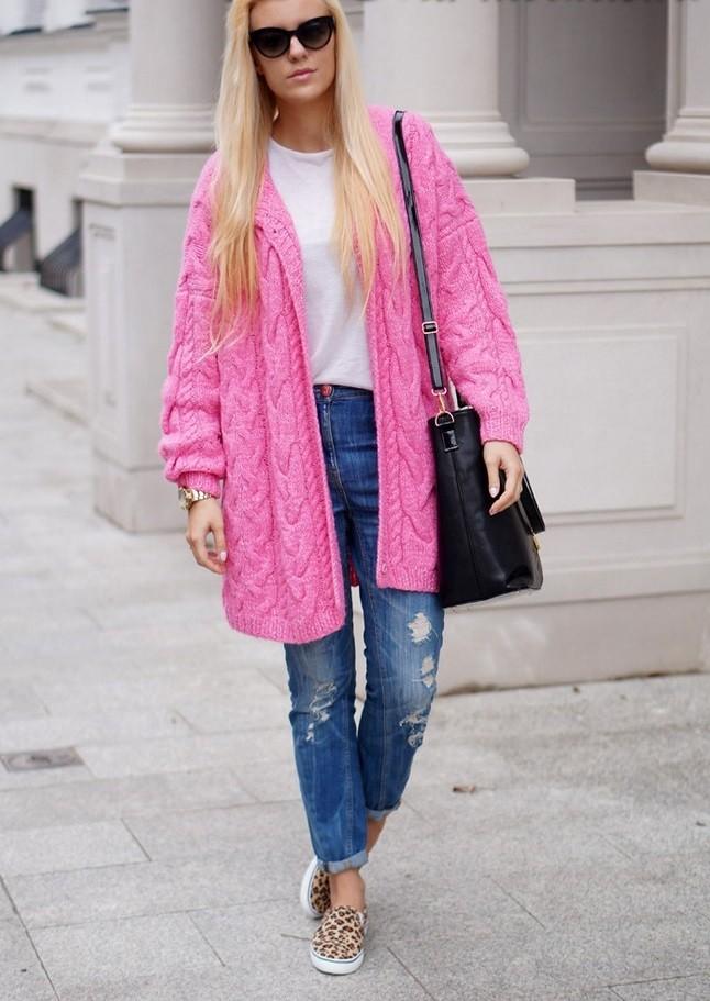модные сеты 2018: розовый кардиган под джинсы