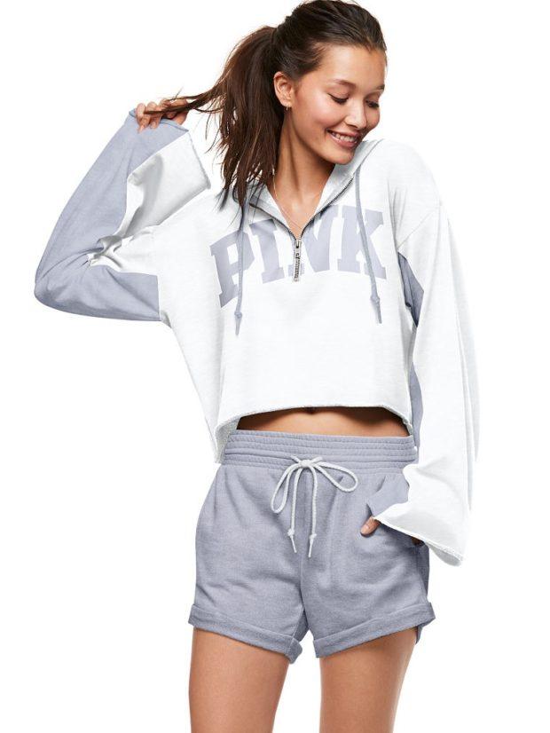 модные спортивные костюмы шорты серые свободный крой кофта в тон