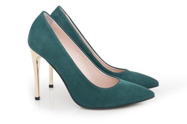 модные туфли 2018-2019 темно зеленые каблук золотистый