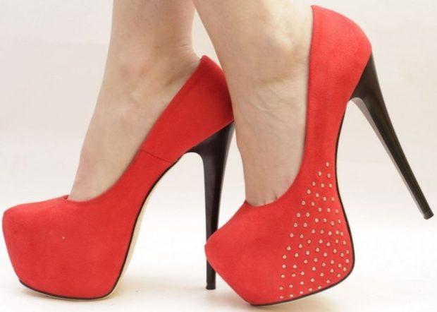 модные туфли 2018-2019 красные на шпильке со стразами