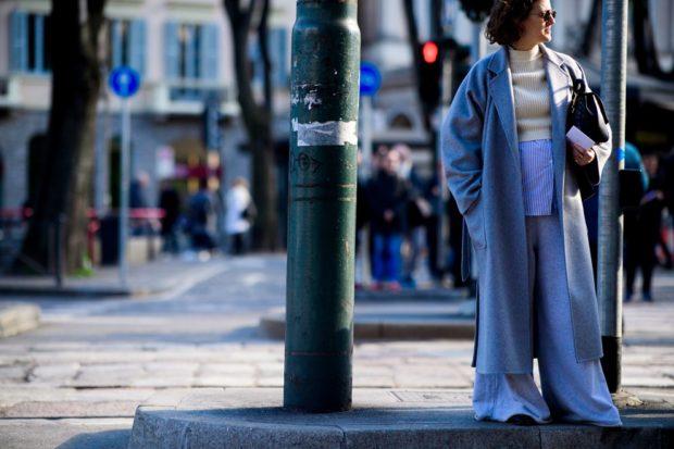 модное пальто осень-зима 2019-2020 макси серо-голубое