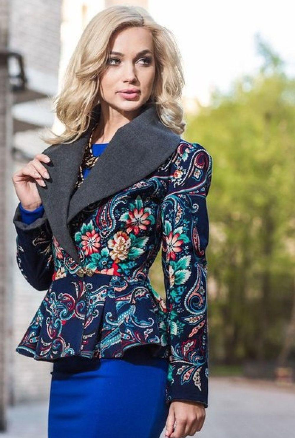 модное пальто осень зима 2018 2019 укороченное под пояс приталенное в цветы