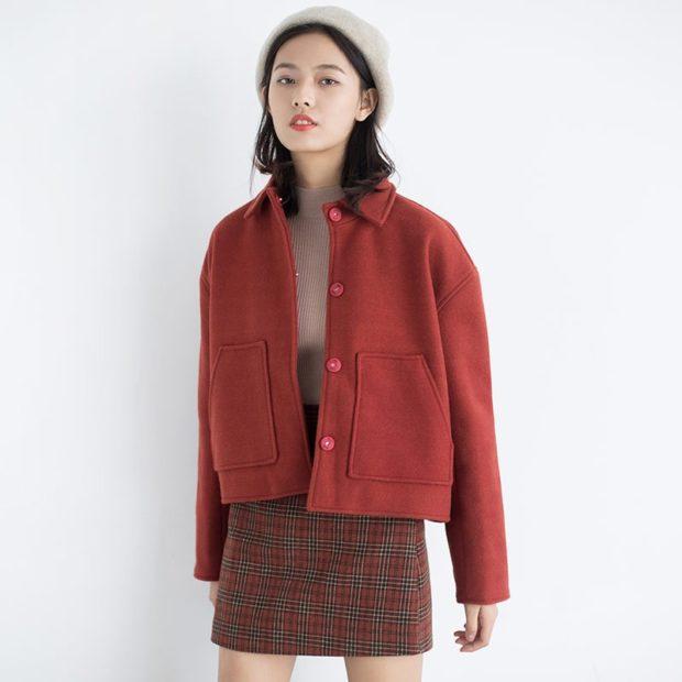 укороченное красное с карманами
