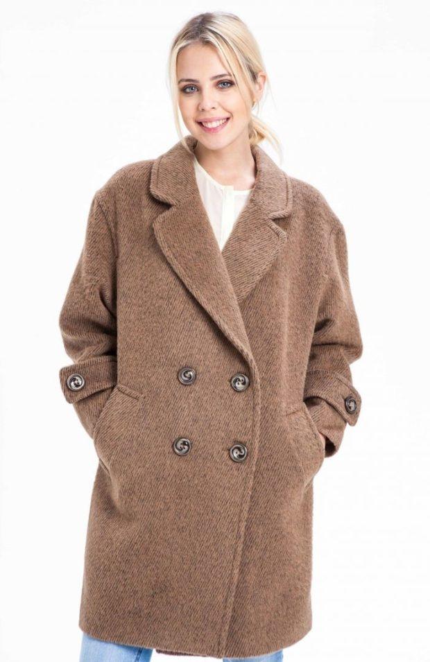 модное пальто осень-зима 2019-2020 оверсайз двубортное коричневое