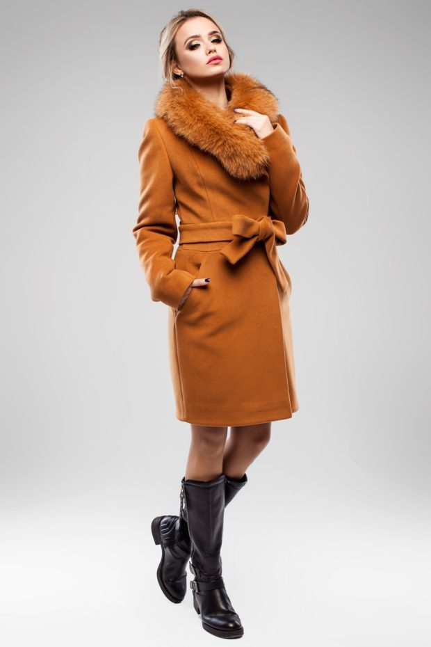 женское пальто осень-зима с мехом коричневое с поясом
