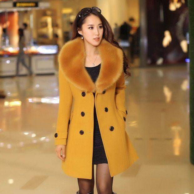 пальто осень-зима: с мехом песочного цвета