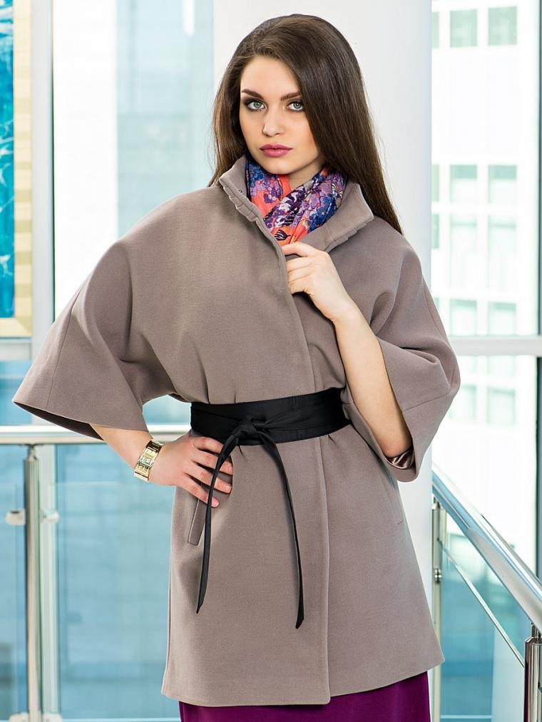 модное пальто осень зима 2018 2019 с коротким рукавом светлое с поясом