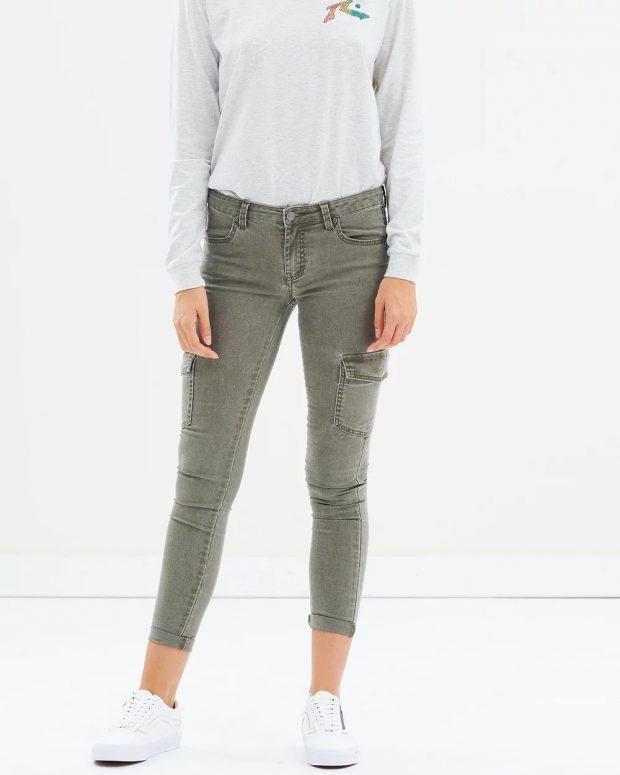 хаки джинсы укороченные