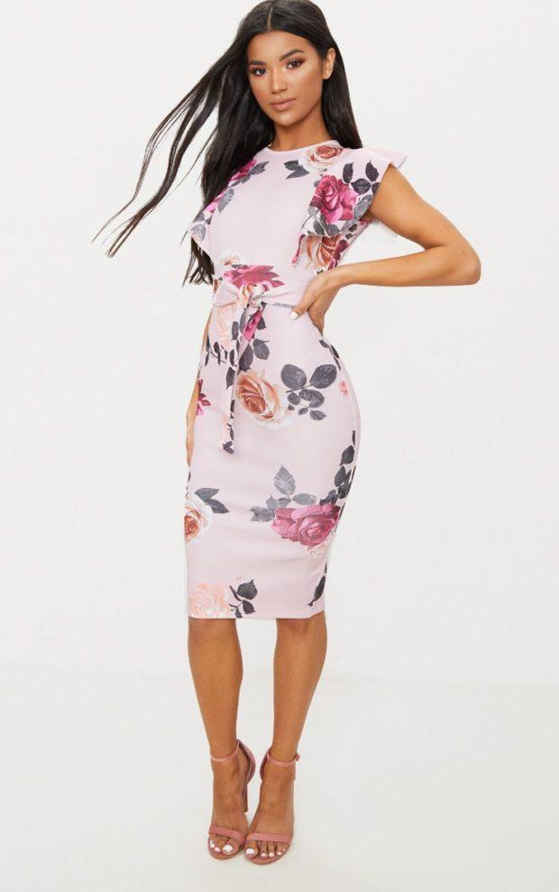 Модные платья на выпускной 2019: лиловое с принтом