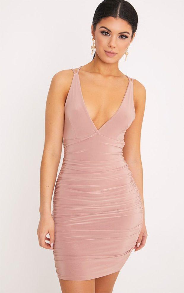 Модные платья на выпускной 2019: розовое на лямках