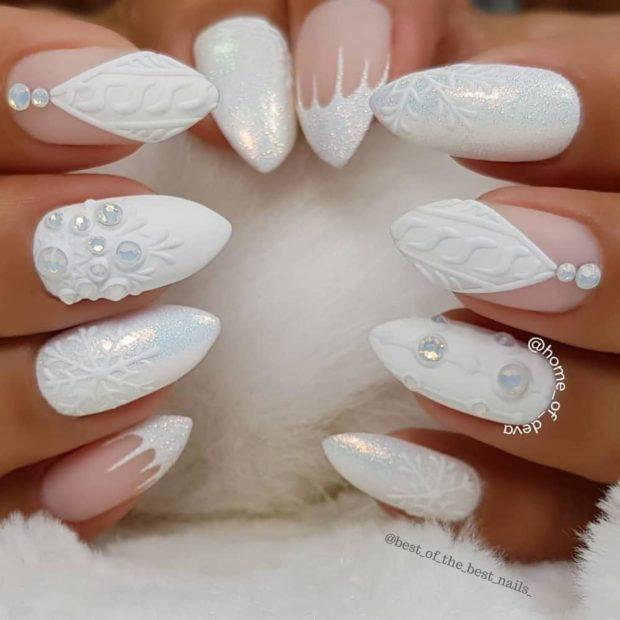 novogodnij-belyj-manikyur