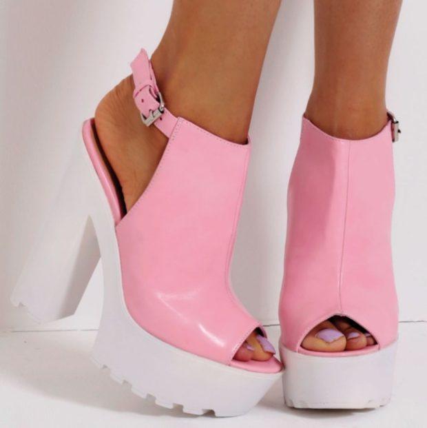 с чем носить обувь на тракторной подошве: голые ноги