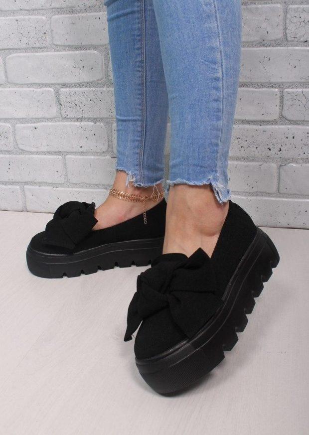 с чем носить обувь на тракторной подошве: туфли под джинсы