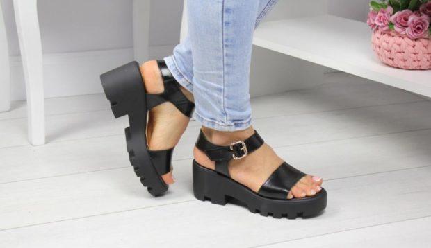 босоножки обувь на тракторной подошве с чем носить под джинсы