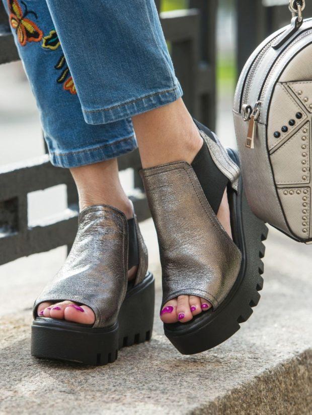 босоножки обувь на тракторной подошве под синие джинсы