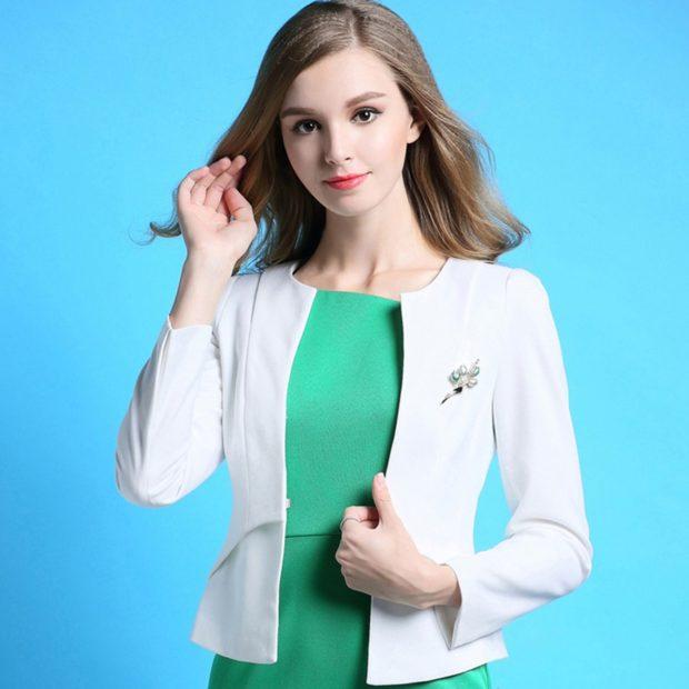 пиджаки женские модные в 2018 2019 году: короткий белый