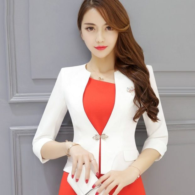 пиджаки женские модные в 2018 2019 году: короткий приталенный белый