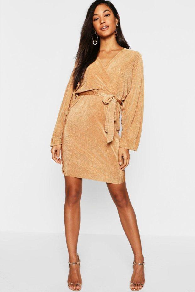 модные платья на каждый день 2020-2021: бежевое с поясом