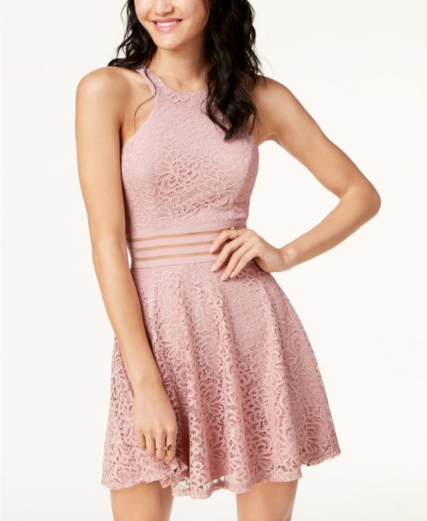 платье на выпускной 2019: розовое кружево