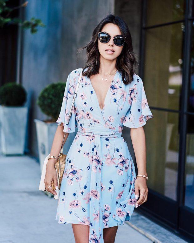 платья на каждый день легкое голубое в цветы