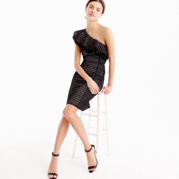 платья на каждый день с открытыми плечами с оборками