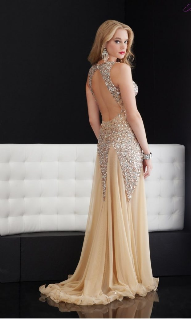 платья на выпускной: в пол светлое с камнями открытая спина