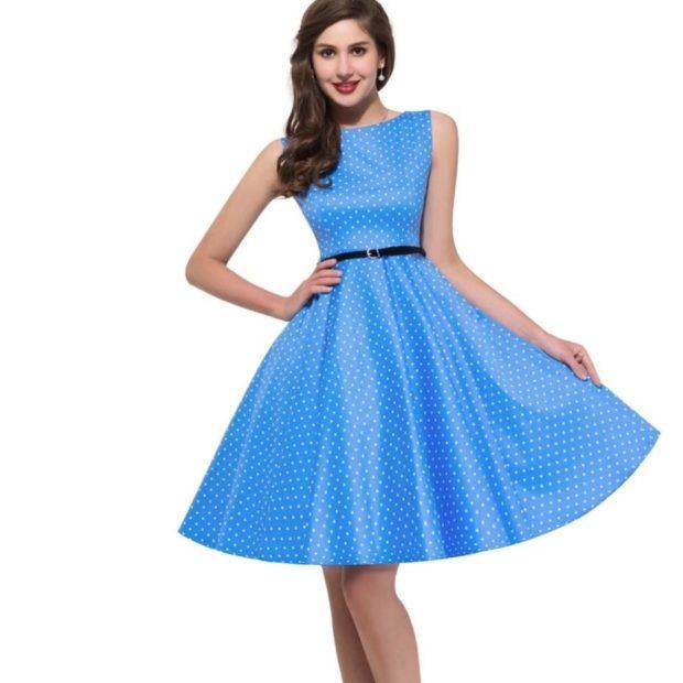 платья на выпускной: миди голубое в горох