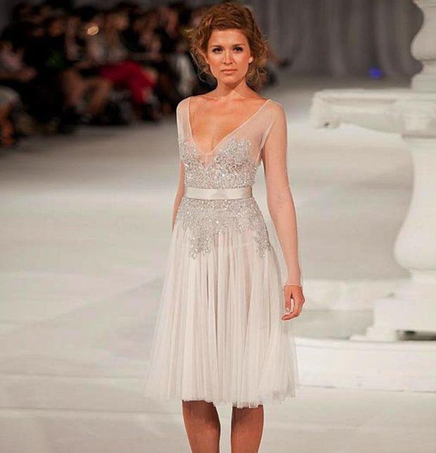 платье для выпускного: с камнями светлое
