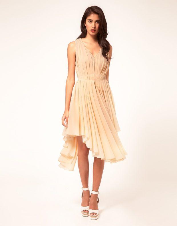 платье для выпускного: плиссе миди бежевое