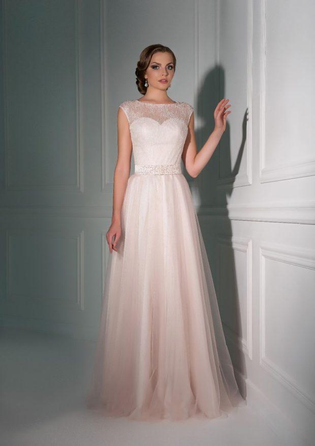 платье для выпускного: белое с поясом без рукава