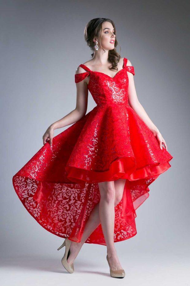 платье на выпускной: красное со шлейфом гипюр