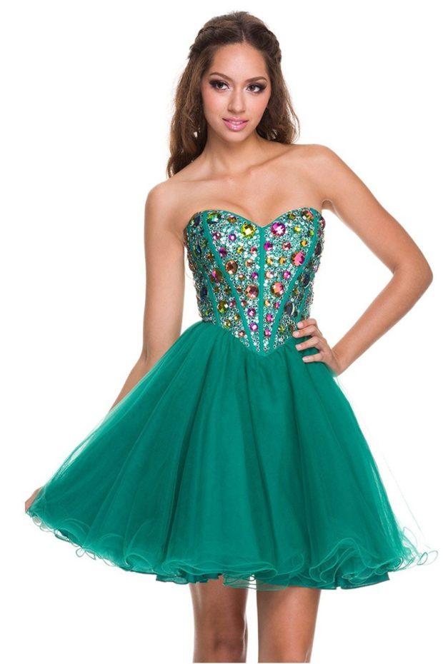 платье на выпускной: коротко зеленое с корсетом и камнями