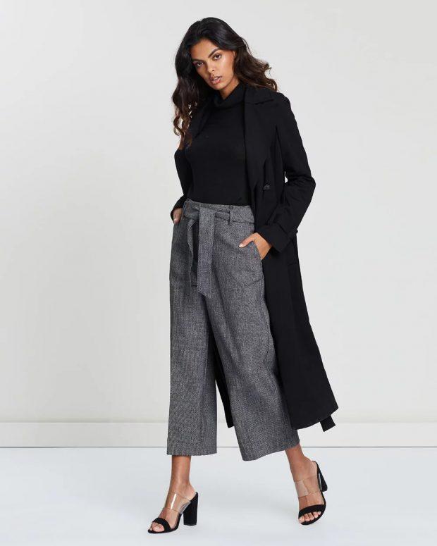 с чем носить укороченные брюки: под черное пальто