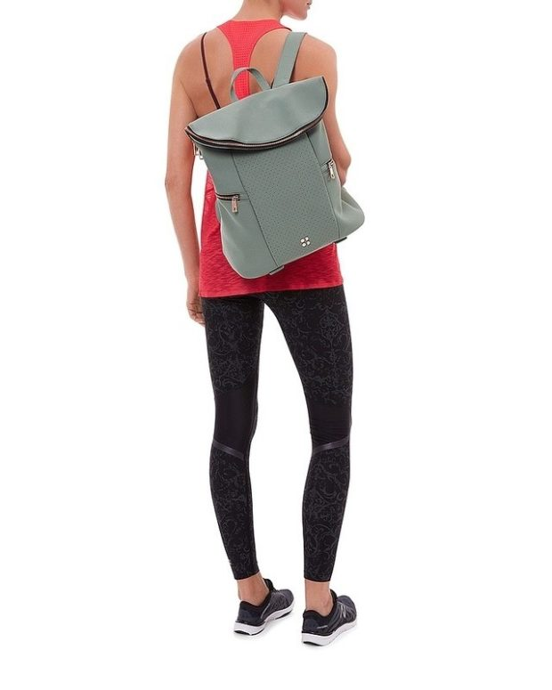 Спортивная мода весна-лето 2020: рюкзак зеленый