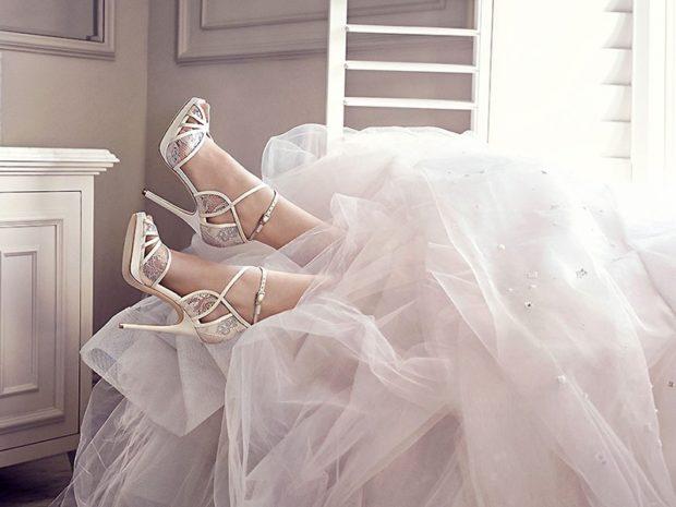 свадебная мода: туфли на каблуках с ремешками