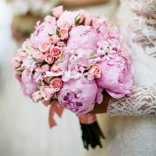 свадебная мода: букет пионы и розочки
