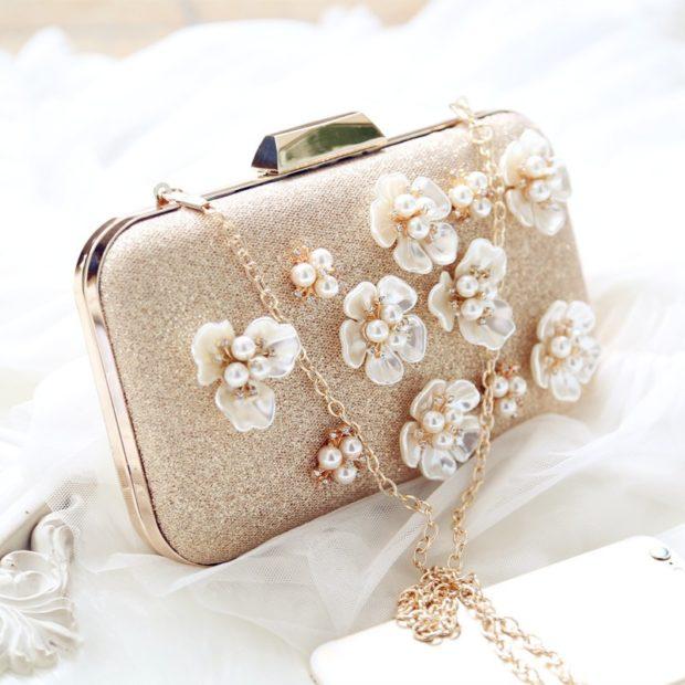 свадебная мода: сумочка с цветами бежевая