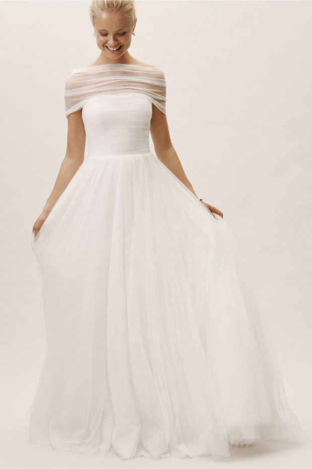 свадебная мода: платье белое пышное без лямок