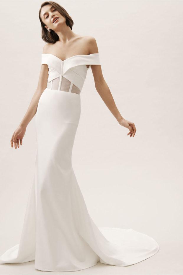 белое платье длинно лямки спущены