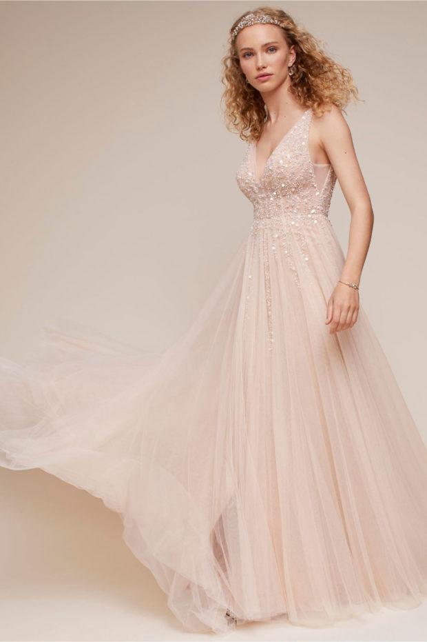 свадебная мода: платье бежевое на лямках