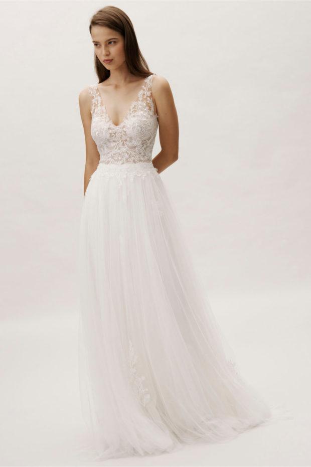 свадебная мода: белое платье на лямках ажурное