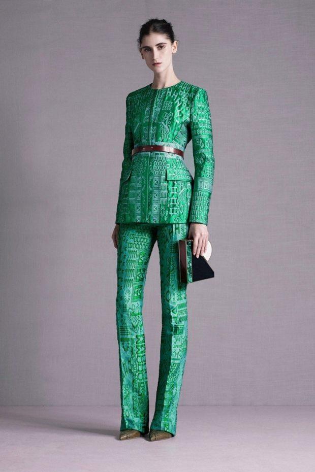 костюм брючный зеленый