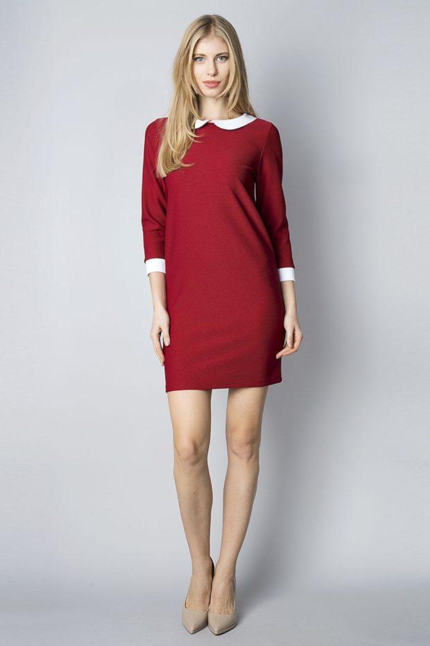 красное платье с воротником