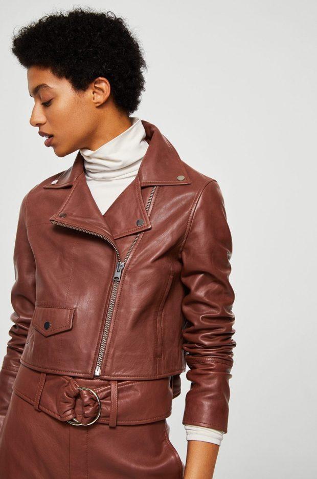 тенденции осени и зимы: кожаная куртка коричневая короткая