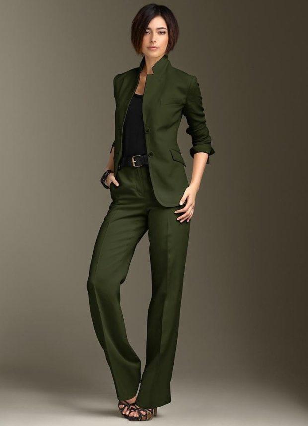 брючный костюм темно-зеленый